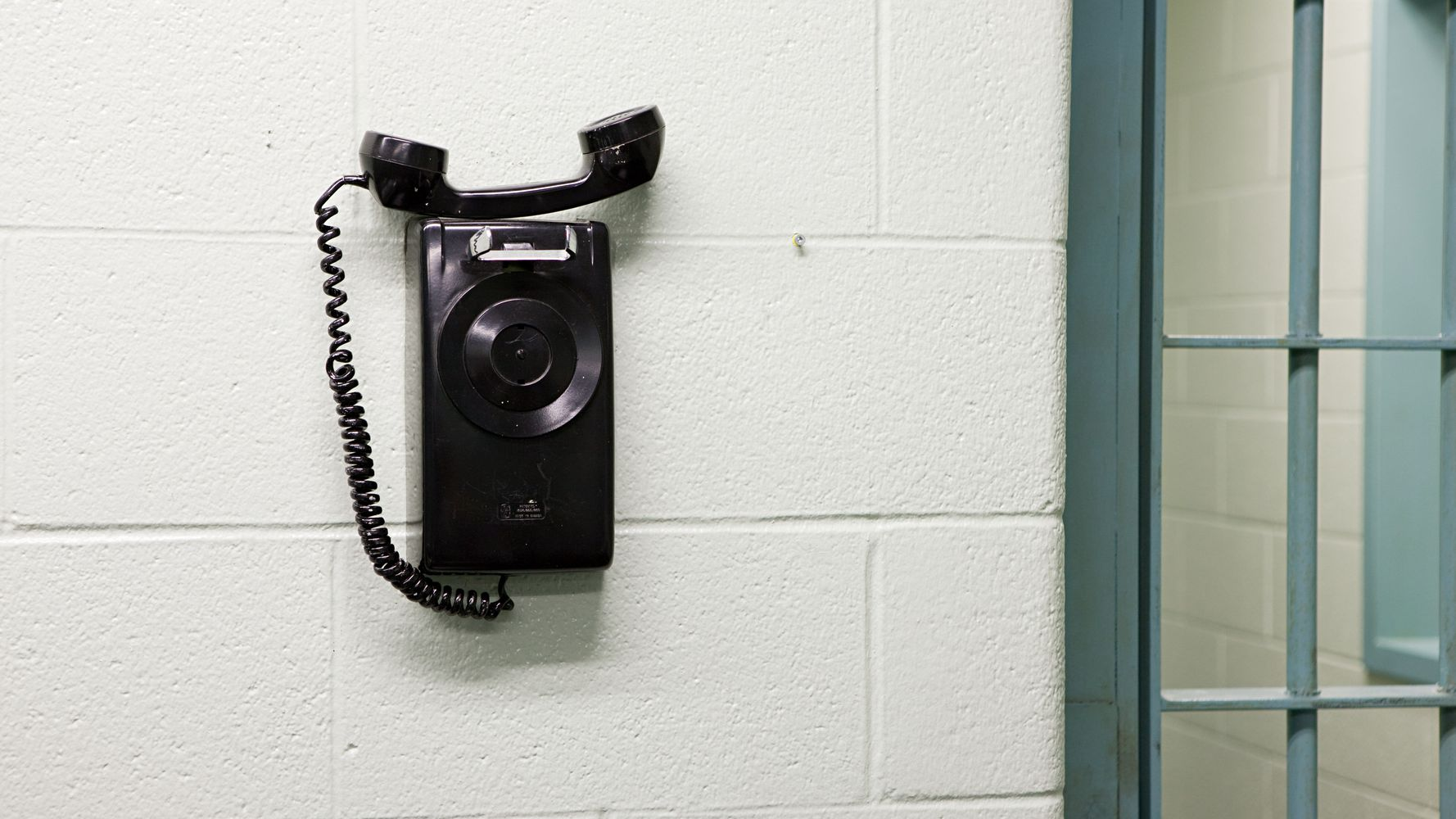 Connecticut Becomes 1st State To Make All Prison Phone Calls Free - HuffPost